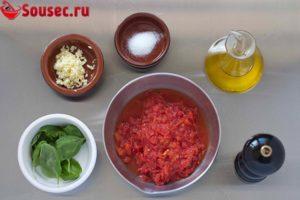 Ингредиенты для соуса из помидоров