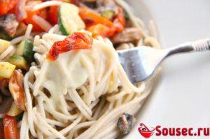 спагетти в сметанном соусе