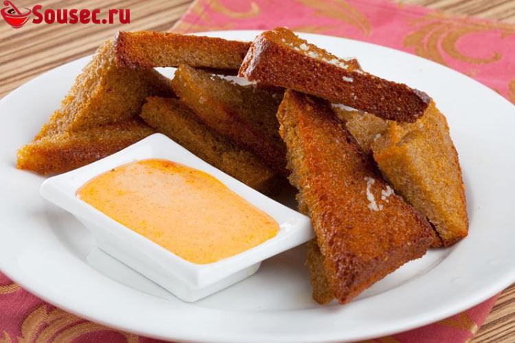 Соус с плавленным сыром и гренками