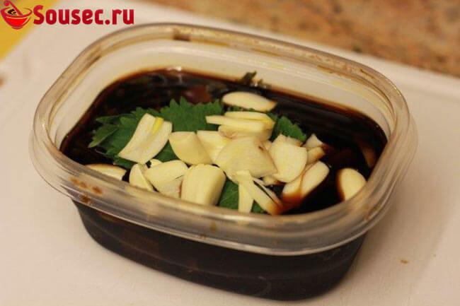 Пикантный соус из чеснока и соевого соуса
