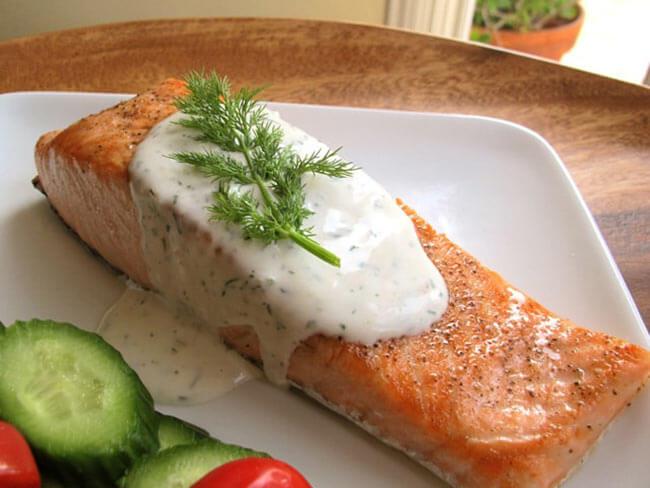 Рыба в сливочном соусе с огурцом