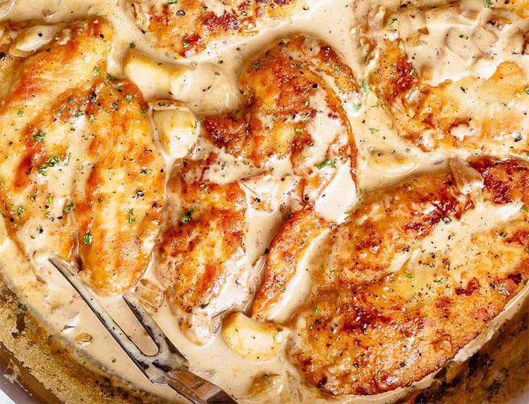 Курица со сливочно-чесночным соусом