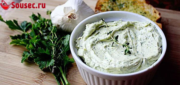 Сметанно-чесночный соус с зеленью