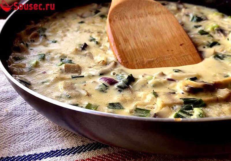 Грибной соус со сливками и солеными огурцами