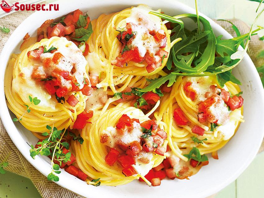 Макаронные гнезда с тунцом и помидорами